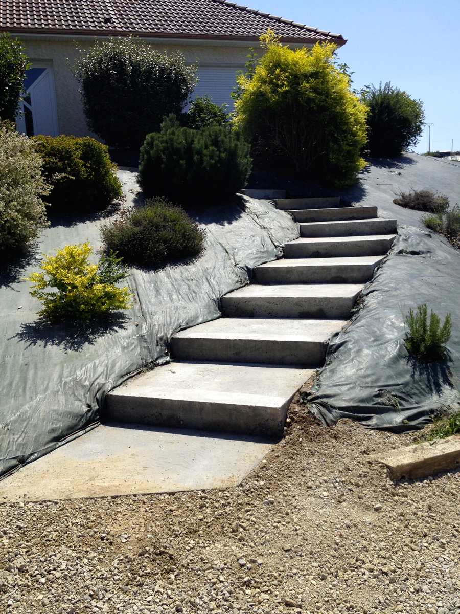 cosnac-coffrage-beton-escalier